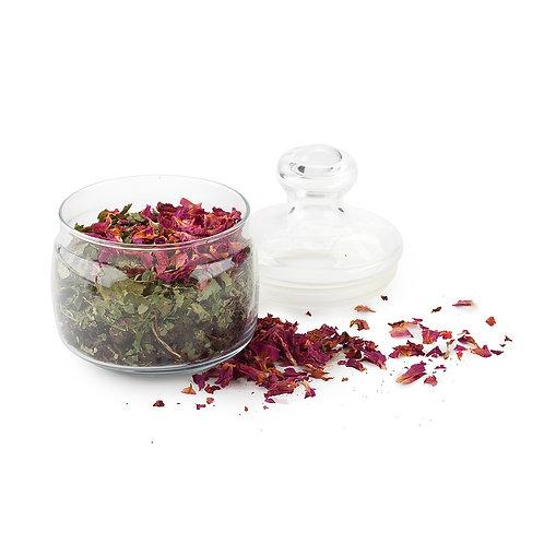 Купаж цветов и трав в стеклянной банке