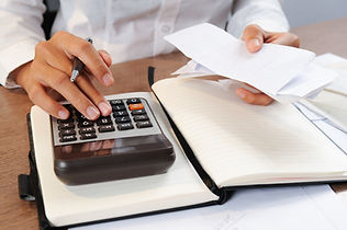 Terceirização de folha de pagamentos e b