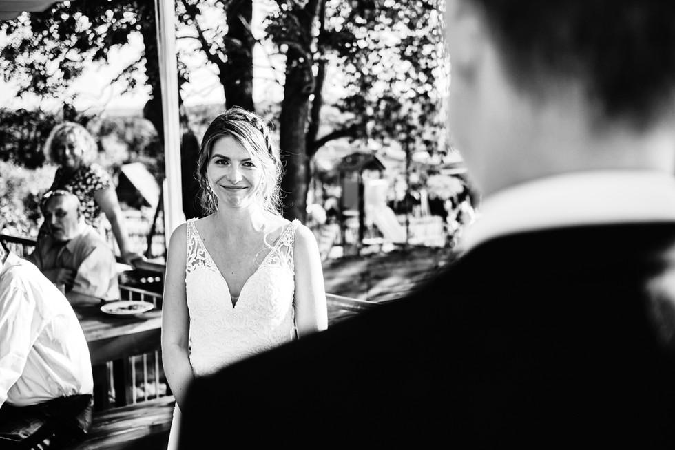 Dojatá nevěsta