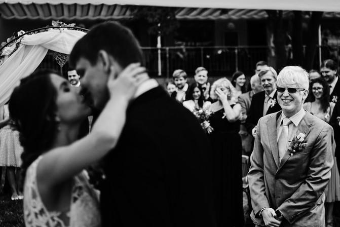 První polibek novomanželů