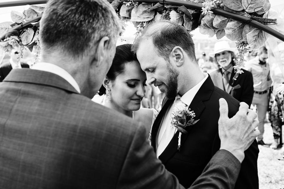 Novomanželé během obřadu