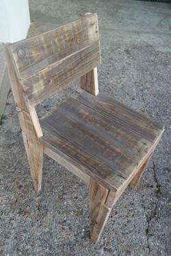Chaise en bois de palette