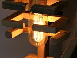 Lampe robot design bois de palette