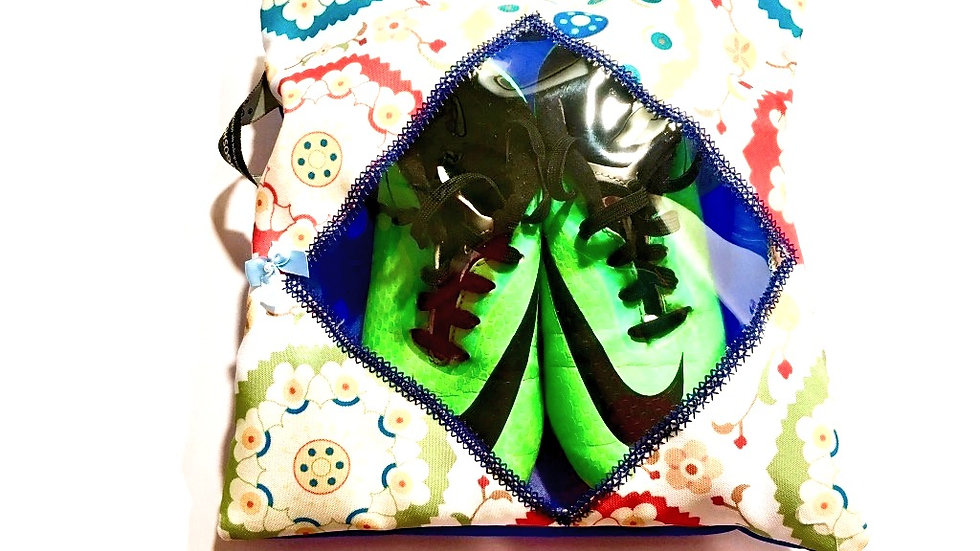 Yougoshoego®️ children's shoe storage and travel pouch with a diamond window