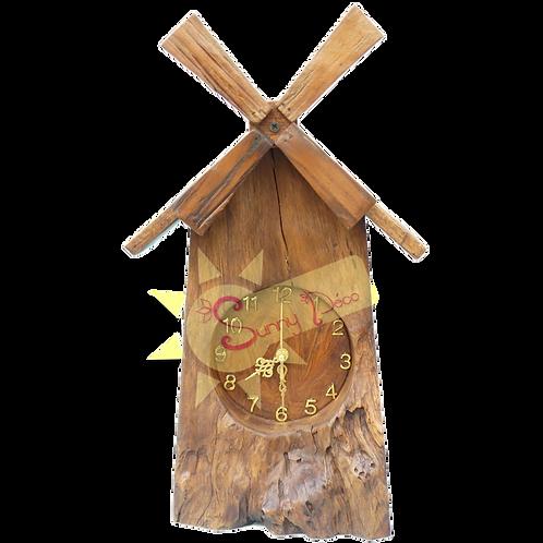 Horloge moulin à vent en racine sculpté