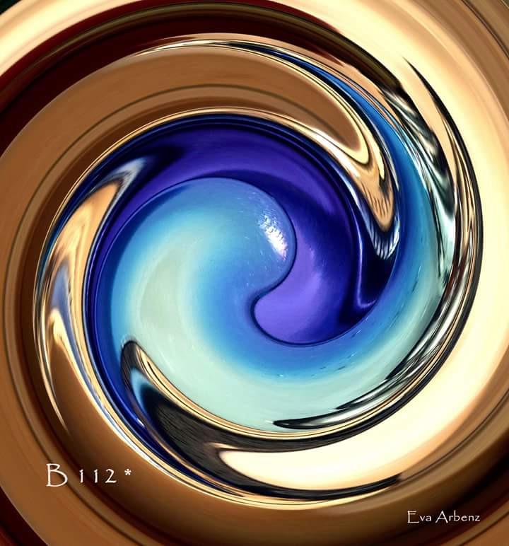 La Bottiglia 112, Arcangelo Izrafel, turchese su blu reale ci connette all'espressione della nostra sensibilità artistica in modo gioioso e giocoso.
