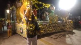 Império da Zona Norte faz desfile grandioso e briga pelo título