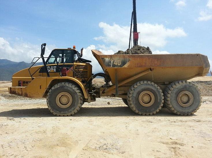 2011 CAT 740 Dump Truck