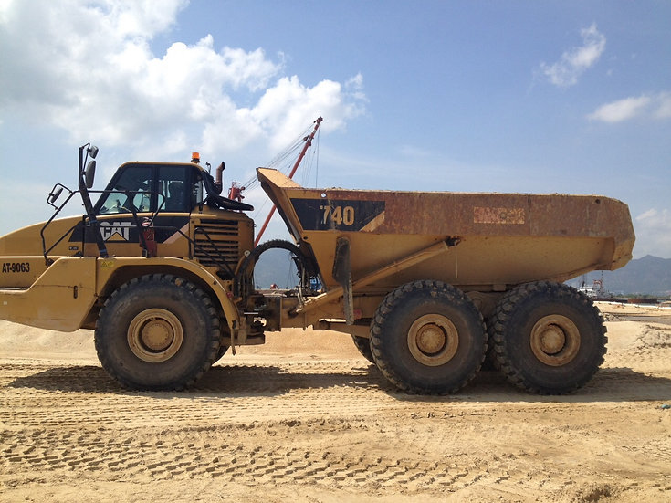 2010 CAT 740 Dump Truck