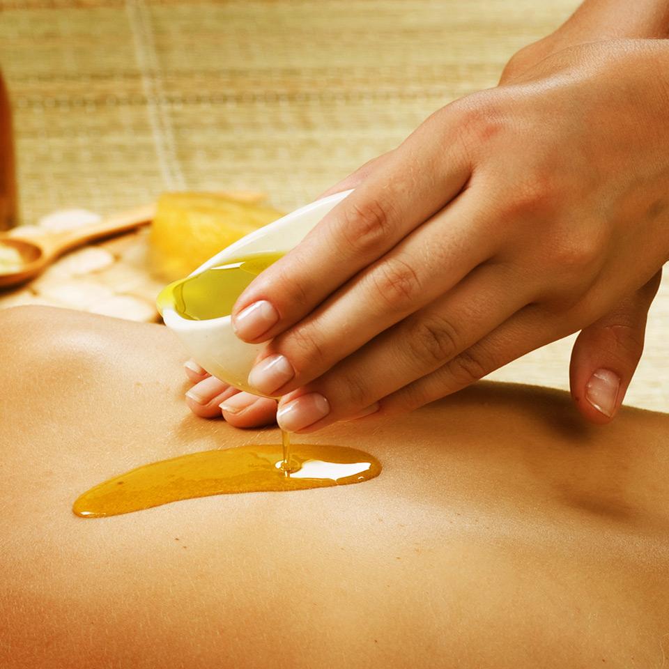 Massaggio con olio caldo