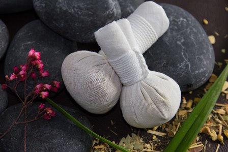 Kräuter Stempel Massage
