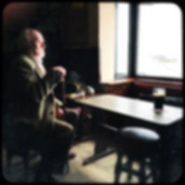 Foto Nick Irland Alter Mann & Bier.jpg