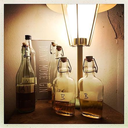 Salon Gin Flaschen.jpg