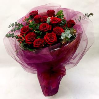 2021_valentines_day_dozen_red_roses_bouquet