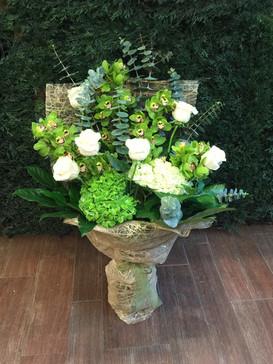 2021_green_white_flower_bouquet