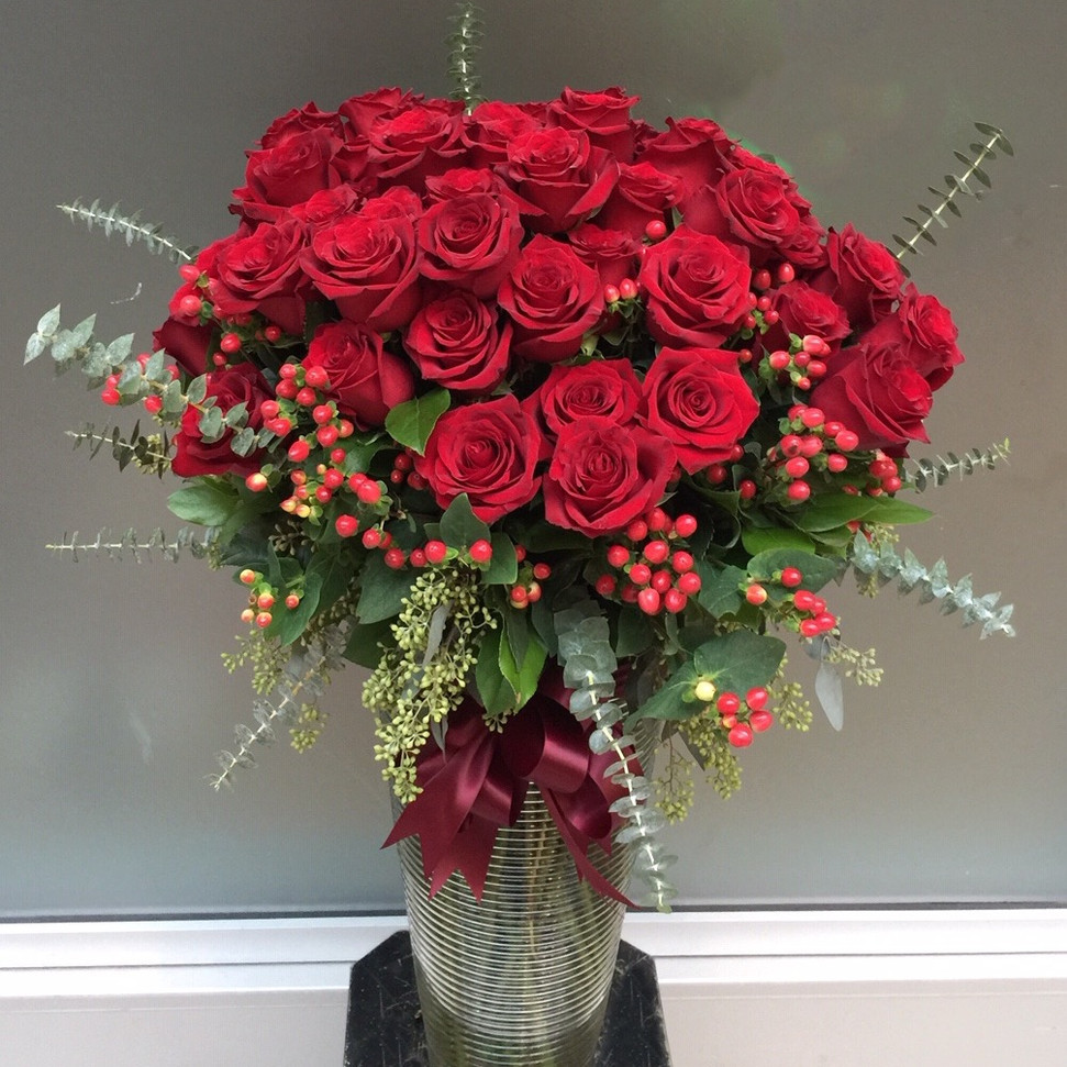2021_99_red_roses