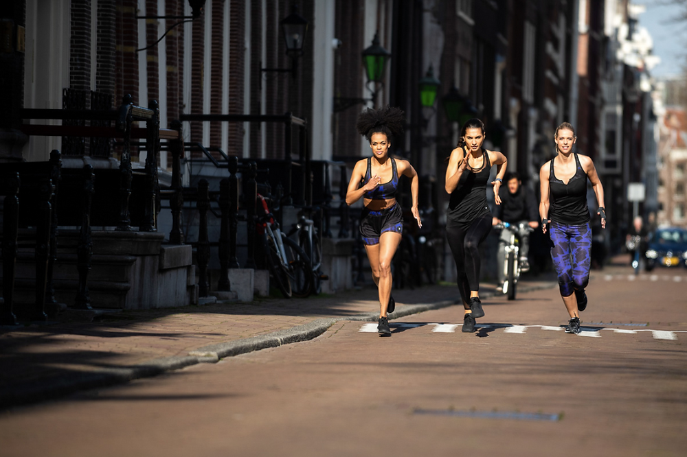 Three girls running in the photoshoot in Amsterdam
