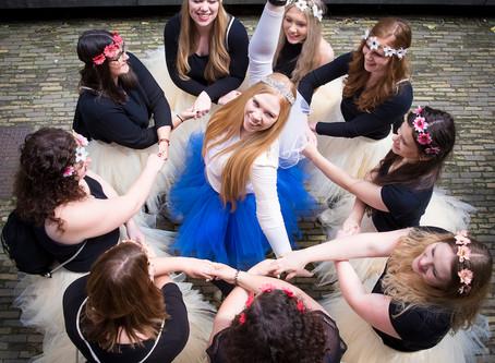 10 fun ways to pose a group of girls