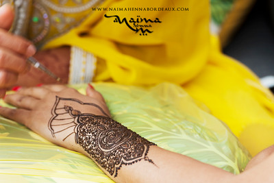 Creation of the mehendi design for Narixia