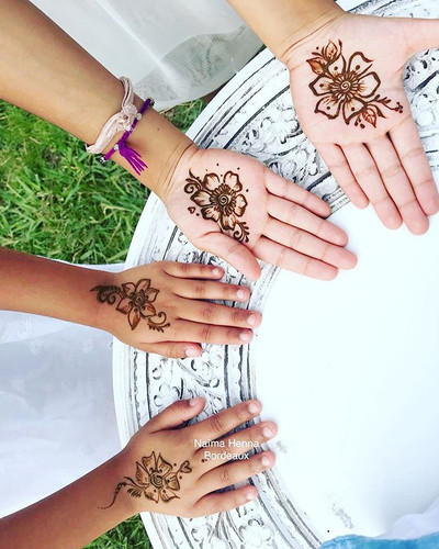 Henna for the guests during Puja and Shyam wedding