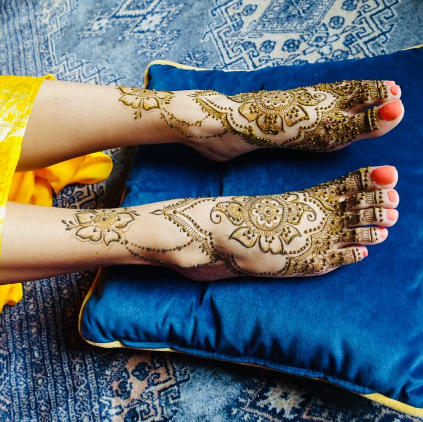 bridalmehendi-chateaudelavalouze-feet