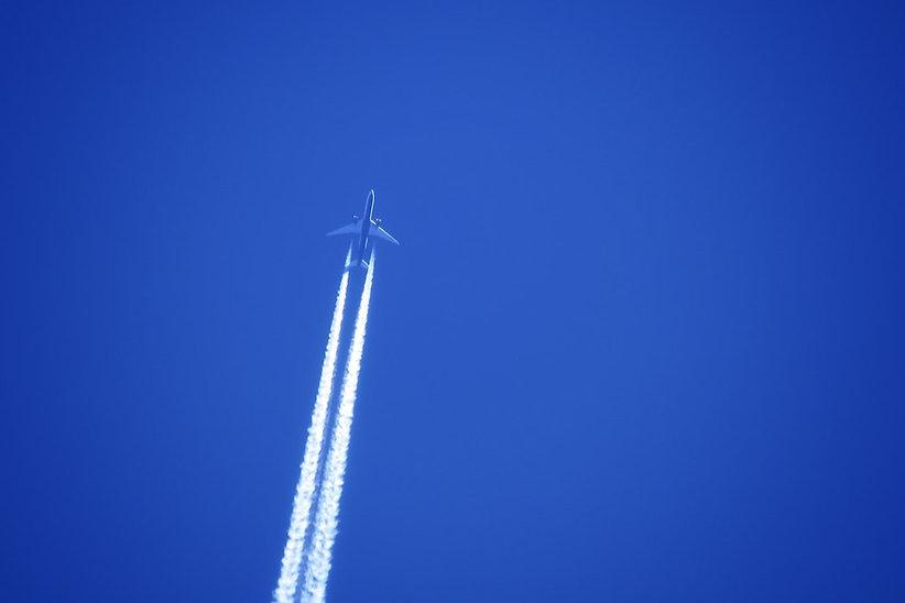 BA-FliegermitKondensstreifen_20200603.jp