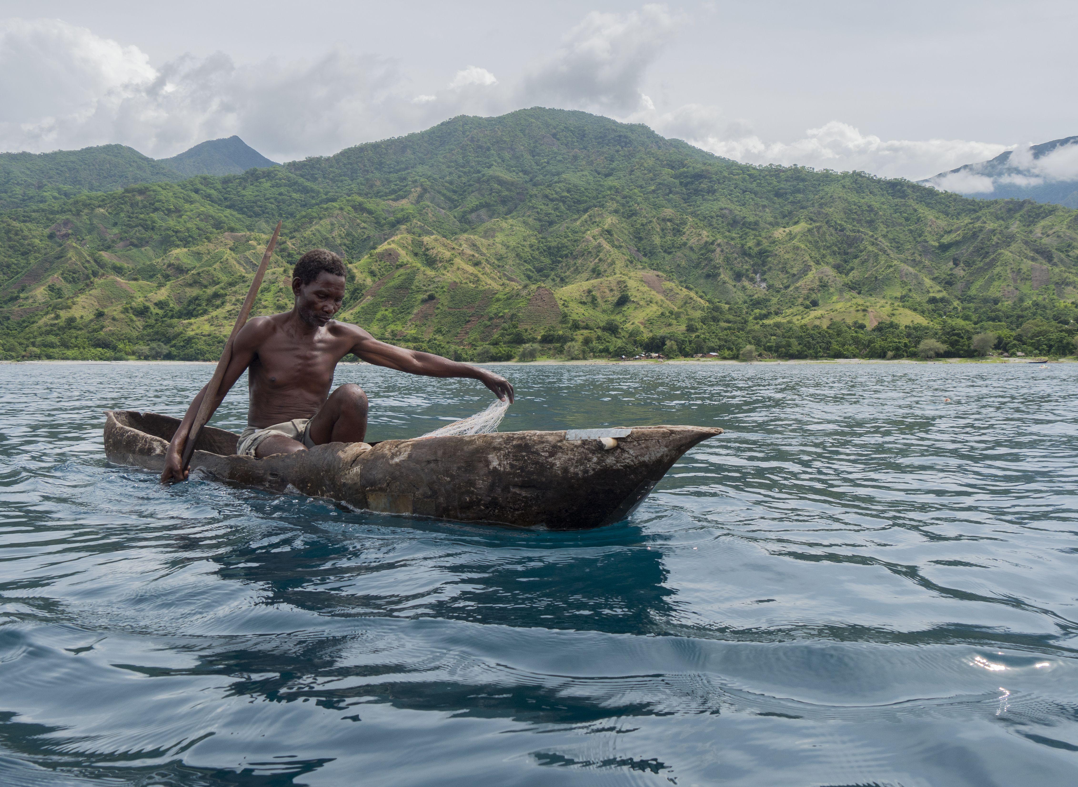 Fishermen in canoe1