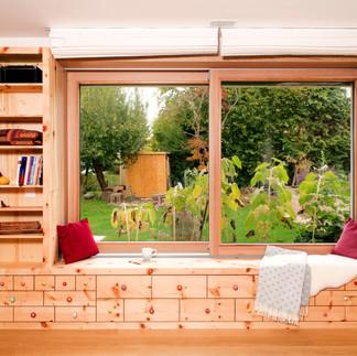 Wohnwand mit Fenster