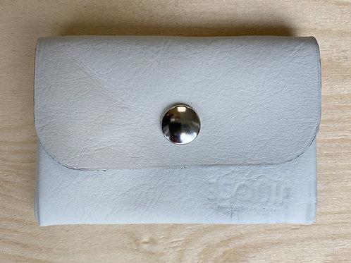 Porte-monnaie en cuir blanc arrondi aperçu fermé