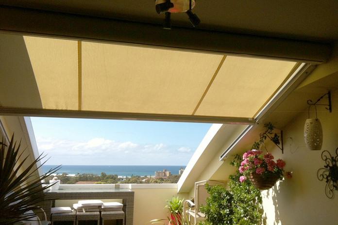 balconyawning.jpg