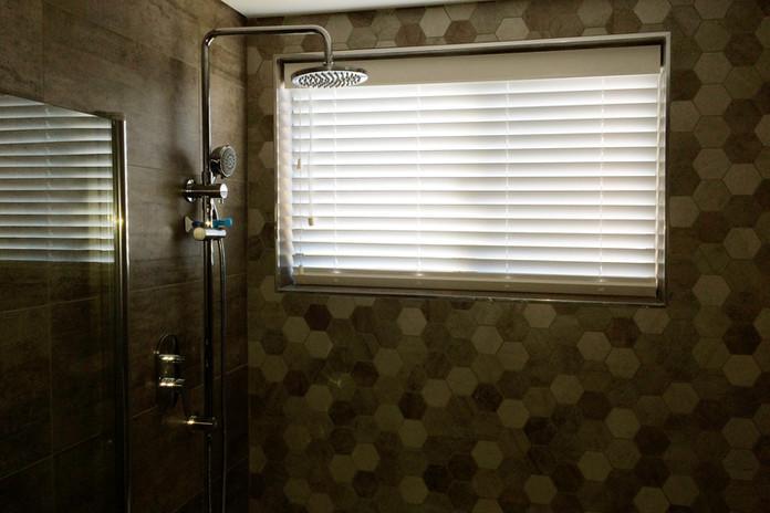 bathroom venetian blind.jpg
