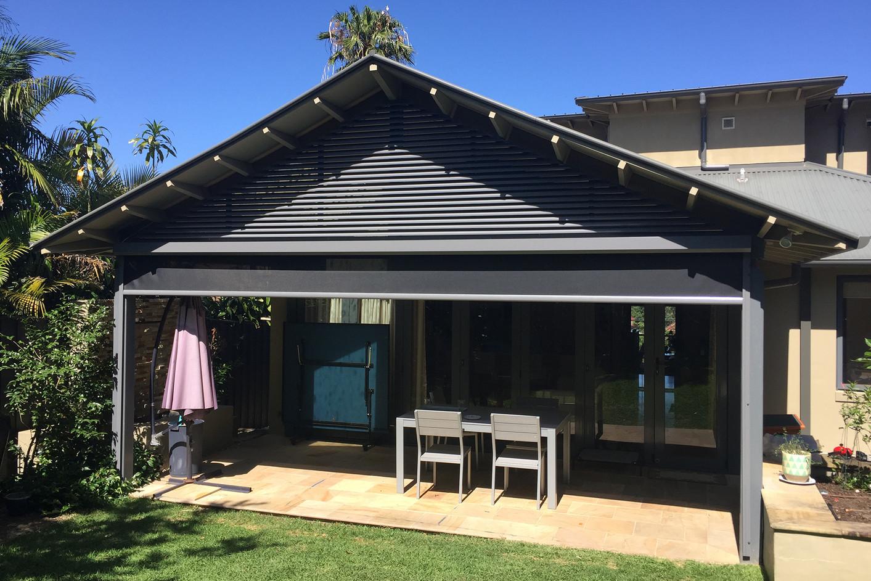 Retractable outdoor blinds | Ziptrak blinds and screens | Cafe blinds