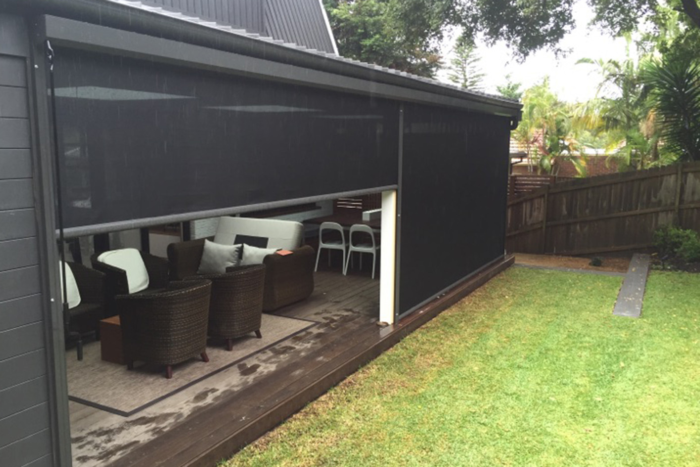 Outdoor blinds for entertaining areas | Cafe blinds and vertiscreens for patios and decks
