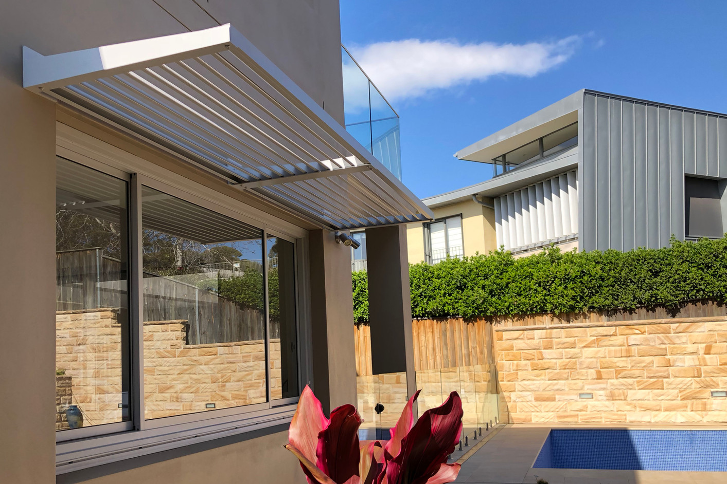BASIX awning avalon. Fixed louvre awning over window. Aluminium privacy screen Colorbond screen.