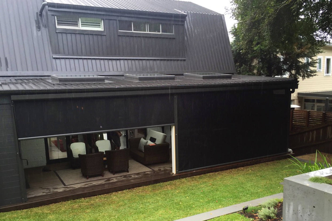 Outdoor blinds and vertiscreens with Visiontex mesh fabric