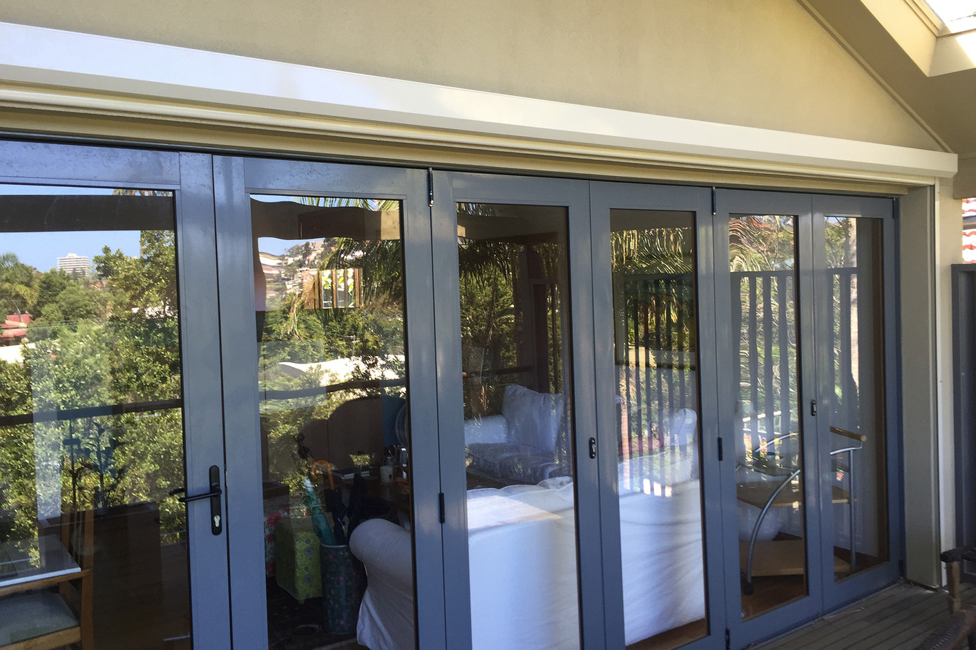 Vertiscreen with screen fabric | Zipscreen | Motorised awning | Sun protection