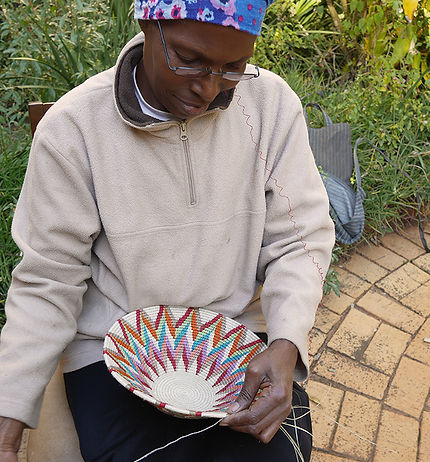 Weaving a sisal basket
