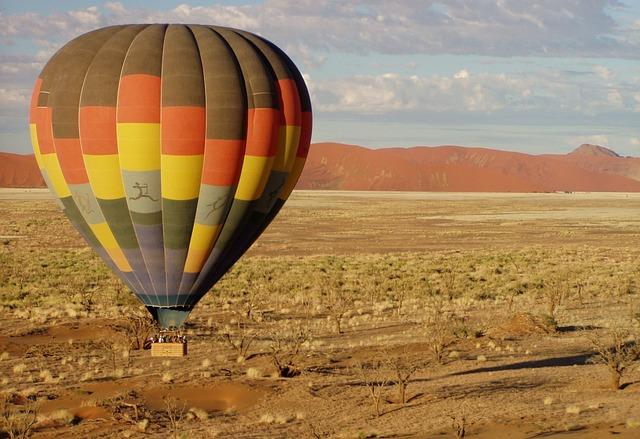 hot-air-balloon-49472_640