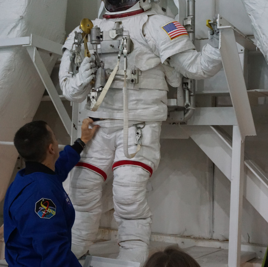The suits worn in the pool are similar, but not exactly the same as those worn on the ISS.