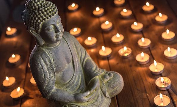 estatua-buda-rodeado-velas.jpg