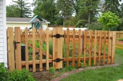 Wood-Garden-Fence-1-300x199.jpg