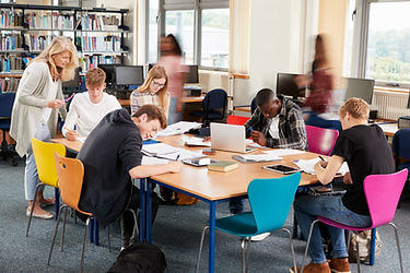 busy-college-library-with-teacher-helping-students-P7D4FEQ.jpg