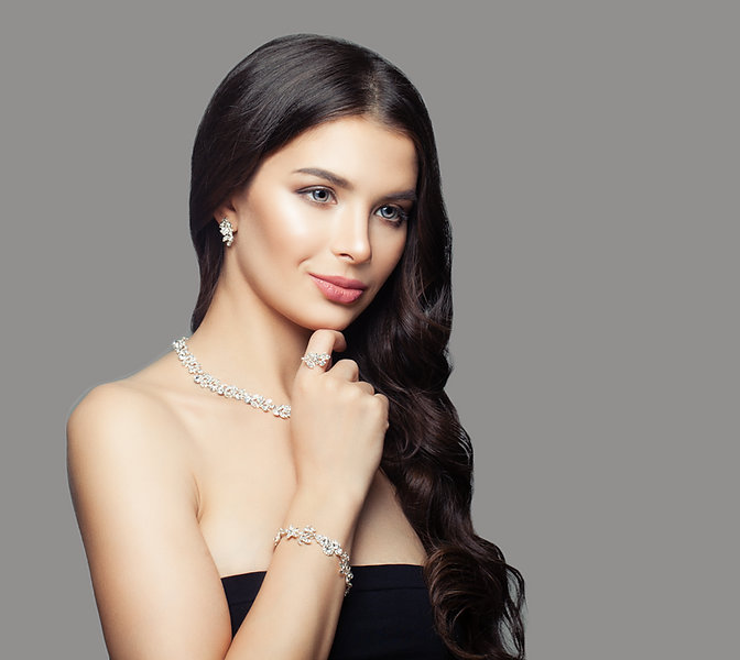 Fashion portrait of glamorous woman with