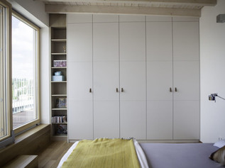 BEDROOM WITH LEATHER HANDLES