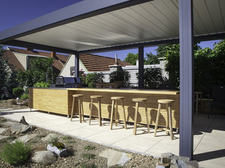 OUTDOOR KITCHEN WITH STAINLESS STEEL PLATE