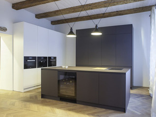 LUXURY KITCHEN WITH BEAM CEILING