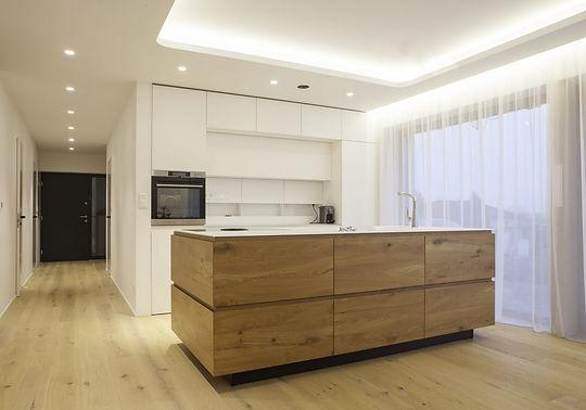 moderní kuchyň dub a bílá le bon