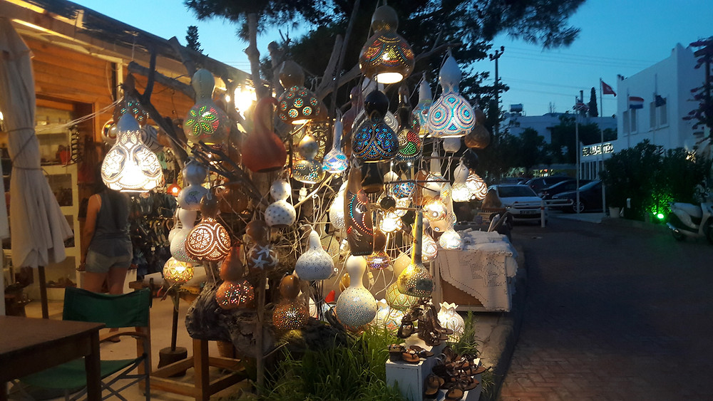 Gourd Lamps attract customers
