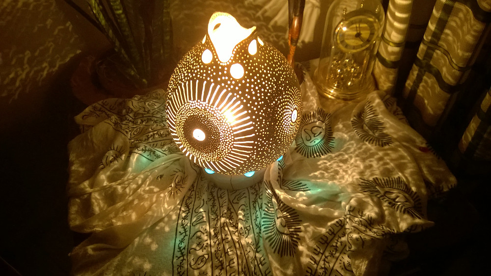 The Evil eye Fourth has minimum number of beads so that you can enjoy your lamp with different color light sources.