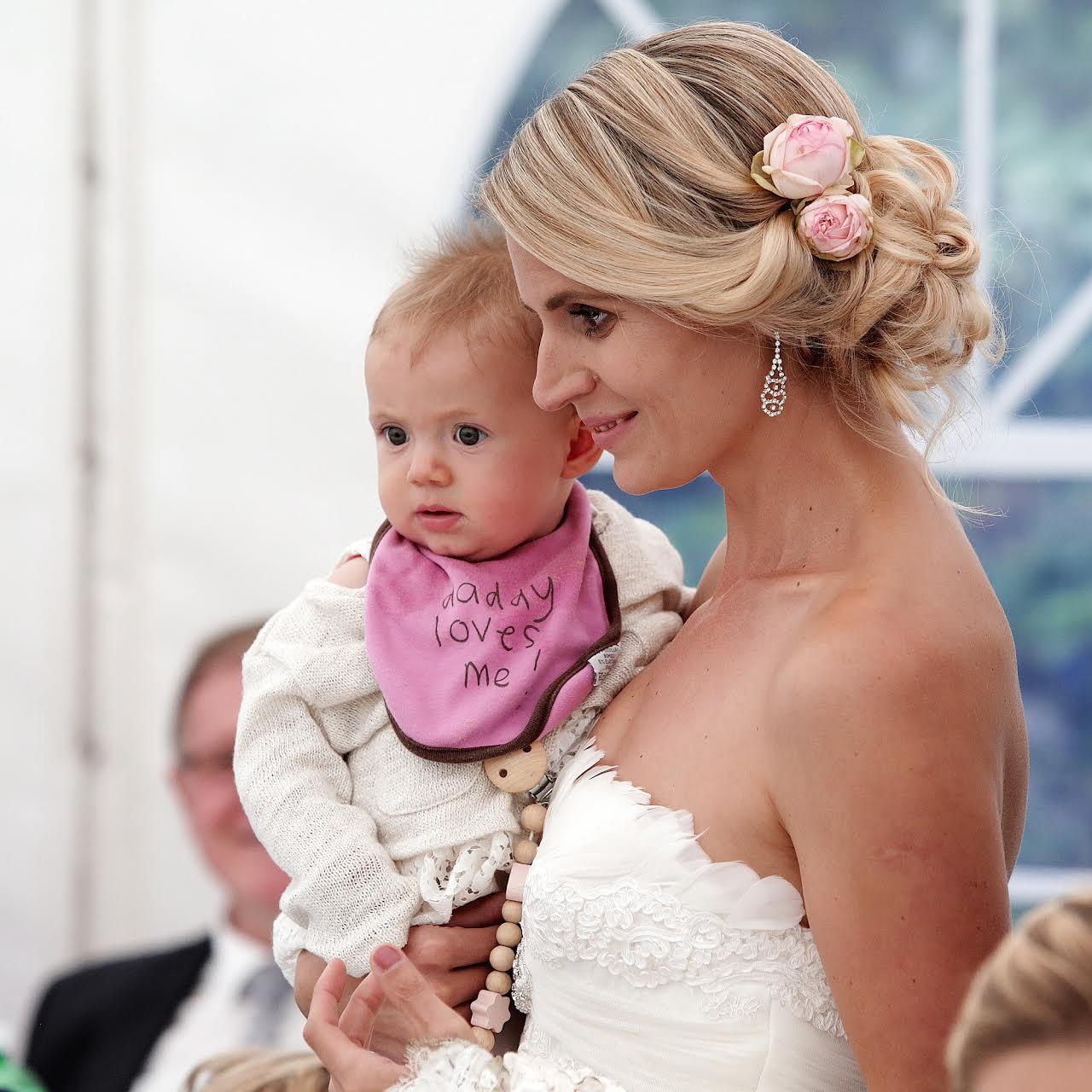 Braut und Baby
